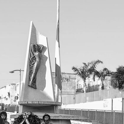 """Monumento ai caduti"" a S. Croce Camerina, 1957, terracotta cm 250 x 100"