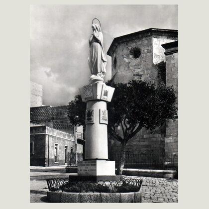Monumento con statua, 1954, pietra, Chiesa Immacolata, Comiso