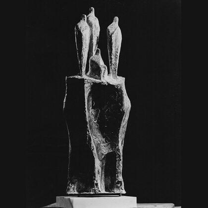 """""""Le donne dei marinai"""" 1965, cemento nero, cm 70x30x15"""