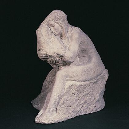 """""""Maternità"""" 1944 pietra di Comiso cm 68 x 55 x 45"""