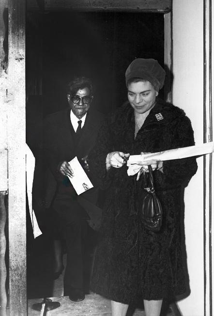 Enzo Maganuco inaugura la mostra di Giuseppe Micieli alla Galleria Poidomani - Modica, 1967